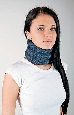Neck collar with lightweight polystyrene beads