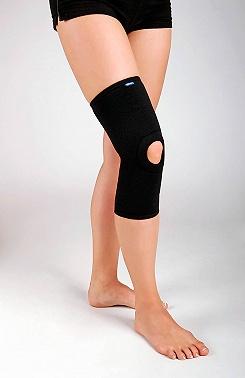Ortéza kolenní krátká návleková. Elastická s patelární výztuží.