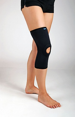 Knee brace, short sleeve with elastic reinforcement