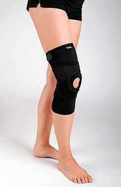 Knee brace for patellar medialization